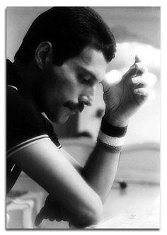 Ahh Freddie, you are soarly missed!
