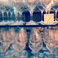 """Sai di cosa stiamo parlando? Il 18 giugno nasce e-heres. Tra 7 giorni il nuovo e-commerce per creare la tua cantina di eccellenza. Cerca nel """"The Library"""", l'angolo segreto dedicato ai cultori e gli amanti dei grandi vini. #eheres #wine #winelovers"""