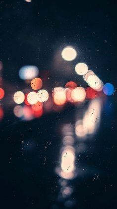 bokeh photography of clear glass panel with light Lit Wallpaper, Screen Wallpaper, Mobile Wallpaper, Wallpaper Backgrounds, Iphone Wallpaper, Rain Wallpapers, Cute Wallpapers, Bokeh Photography, Creative Photography