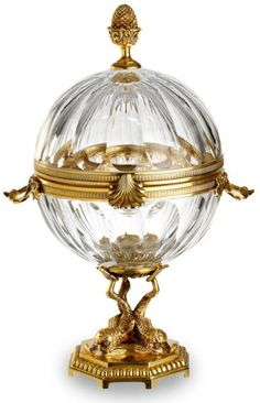 Fabergé Caviar Server - A caviar server in lobed crystal with gilt-metal handles Cristal Art, Fabrege Eggs, Pub Vintage, Tiffany Glass, Egg Art, Objet D'art, Antique Glass, Oeuvre D'art, Saint Petersburg