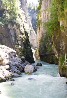 Aareschlucht: Beautiful gorge in Switzerland. Travel to Switzerland and discover nature in a complete new way!