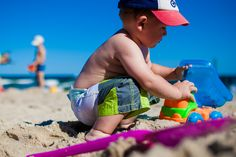 Treating Heat Rash - Has your baby developed that telltale rash? Here's what you need to know about heat rash causes, symptoms, and treatment, plus how to prevent overheating. Sensory Activities, Sensory Play, Summer Activities, Sensory Diet, Beach Hacks, Beach Toys, Old Boys, Child Development, Vacation