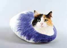 Cat Bed Cave with FREE Cat Ball Toy. £