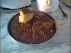 Receita de Bolo de cenoura de liquidificador da rose - bolo assim que sair do... 3 cenouras médias picadas, 1/2 xícara (chá) de óleo, 2 xícaras (chá) de açúcar, 4 ovos, 2 1/2 xícaras (chá) de farinha de trigo peneirada, 1 colher (sopa) de fermento em pó, Óleo e farinha de trigo para untar e enfarinhar a assadeira