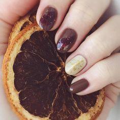 チョコレートのようなブラウンネイルは、冬にこそしたいデザインです。大人の指先には、甘くて可愛いチョコよりもシックで高級なチョコデザインがぴったり。そこで今回は、大人なチョコレートネイルをピックアップしました♡ Valentines Design, Top To Toe, Simple Nails, Cute Nails, Manicure, Nail Designs, Nail Polish, Make Up, Instagram Posts