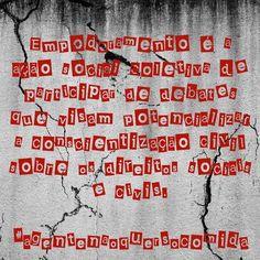 A palavra de 2016 foi empoderamento a ação social coletiva de participar de debates que visam potencializar a conscientização civil sobre os direitos sociais e civis. Esta consciência possibilita a aquisição da emancipação individual e também da consciência coletiva necessária para a superação da dependência social e dominação política. Qual escolheremos para definir 2017?  #agentenaoquersocomida #avidaquer @avidaquer por @samegui avidaquer.com.br http://ift.tt/2iVLfMG