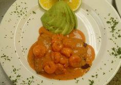Filete de róbalo en salsa de camarón Receta de carlostriana- Cookpad Shrimp, Stuffed Peppers, Meat, Vegetables, Food, Stir Fry, Tomato Paste, Coconut Milk, Steak