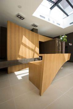 Il bancone reception del Red' Hotel. Divider, Kitchen, Room, Furniture, Home Decor, Cuisine, Bedroom, Homemade Home Decor, Home Kitchens