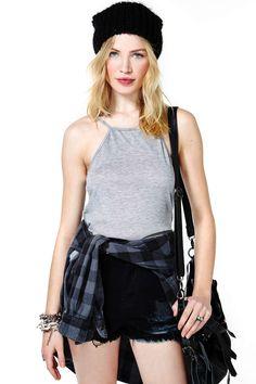 37e8df48e7c747 High waisted shorts, plain top, flannel shirt, beanie, over the shoulder bag