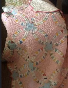 Gorgeous antique pink pickle dish quilt from Quilting in My Pyjamas: Weekend Tales - for my double wedding ring quilt. Pink Quilts, Old Quilts, Antique Quilts, Vintage Quilts, Baby Quilts, Colchas Quilt, Quilt Blocks, Quilt Border, Quilting Projects