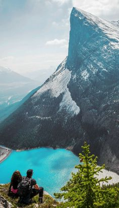 Hike to turquoise lakes! 10 Amazing Things To See And Do In Alberta, Canada! Visit Jasper National Park | Columbia Icefields | Banff National Park | Lake Abraham | Lake Louise | Peyto Lake and so much more!