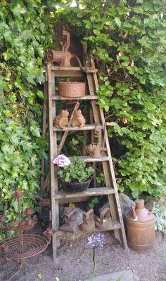 Rusty Garden, Garden Junk, Metal Garden Art, Amazing Gardens, Beautiful Gardens, Old Ladder, Antique Ladder, Garden Ladder, Rustic Garden Decor