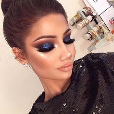 Glittery Blue Eyeshadows for Girls Night Out