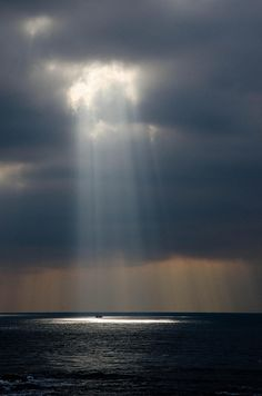 light from the Heaven Amazing Nature, Belle Photo, Beautiful World, Wonders Of The World, Mother Nature, Beautiful Pictures, Scenery, Photography, Beauty
