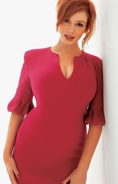 Christina Hendricks (Brit/Am. hourglass model/actress b. 1975 May 37 in 2012 / Brit dad / modern voluptuous Marilyn glamour / most famous role as Joan Holloway on AMC period drama series Mad Men Christina Hendricks, Beautiful Christina, Beautiful Redhead, Beautiful Body, Curvy Women Fashion, Look Fashion, Womens Fashion, Fashion Tips, Cristina Hendrix