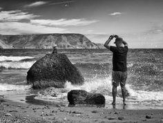 https://flic.kr/p/yWgwo6 | Capturando el momento | Un bañista luchando contra el mar intentando hacer su foto.