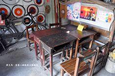 學校汰舊的課桌椅