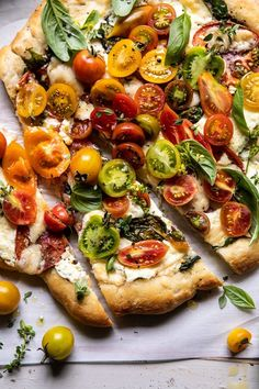 The perfect weeknight pizza that's great for weekends too.it's the end of summer pizza we all need to make! Pizza Recipes, Vegetarian Recipes, Cooking Recipes, Healthy Recipes, Paleo Food, Tomato Pizza Recipe, Herb Butter, Garlic Butter, Gourmet
