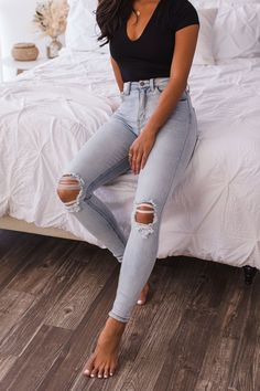 # Casual Outfits with flats distressed denim Build Me Up Distressed Light Wash Skinny Jeans Pastel Outfit, Lässigen Jeans, Cute Jeans, Mom Jeans, Ripped Jeans, Look Fashion, Fashion Outfits, Fashion Trends, Cute Fashion Style