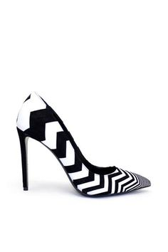 If you want that perfect funky stylish shoe then you will love these Nicholas Kirkwood Black Zig Zag Pumps. Styled in black and white leather and a stiletto heel. You can pair these with black legging