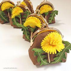 tanpopo no purse ( タンポポ ノ ガマグチ ) Dandelion felt applique and embroidery mini pu...|ハンドメイド、手作り、手仕事品の通販・販売・購入ならCreema。