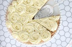 Suksessterte med kremroser - Bakelyst Cupcakes, Cake Cookies, Cupcake Cakes, Cheesecake Desserts, Cookie Desserts, Baking Desserts, Sweet Recipes, Cake Recipes, Dessert Recipes