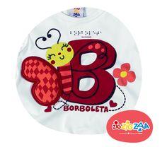 Borboleta se escreve com B, assim como braile, que também está aplicado no letreiro da peça. Para conhecer a coleção Bê-a-bá, clique na imagem.