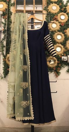 navy blue anarkali gown with green embroidered dupatta, pakistani shalwar kameez, blue indo western outfit, punjabi salwar suit, Anarkali - Tenues de Mariée Simple Pakistani Dresses, Pakistani Bridal Dresses, Pakistani Dress Design, Pakistani Outfits, Indian Outfits, Salwar Designs, Kurti Designs Party Wear, Shadi Dresses, Indian Gowns Dresses