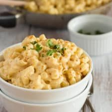 No, it isn't cheese. Instead, it's a creamy, flavorful alternative to the dairy stuff that will leave you richly satisfied in your decision to leave the cows alone. Vegan Mac And Cheese, Macaroni And Cheese, Dairy Free Mac And Cheese, Macaroni Pasta, Mac Cheese, Cheese Sauce, Vegetarian Recipes, Healthy Recipes, Vegan Meals
