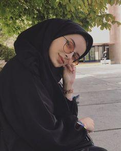 An hijabi fashion idea, Modest Fashion Hijab, Modern Hijab Fashion, Street Hijab Fashion, Casual Hijab Outfit, Muslim Fashion, Hijab Niqab, Hijab Chic, Beautiful Muslim Women, Beautiful Hijab