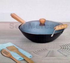Panela wok aço alça de bambú grande tampa vidro e colheres. Aço Carbono Tampa de Vidro com suspiro, Grade de Aço Inox,  2 Colheres em Bambú, 35,5cm de diâmetro.