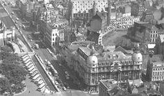 """De Suikerrui, de Ernest van Dijckkaai, en een gedeelte van het Steenplein waar in de jaren 1960 de """"touringcars"""" geparkeerd staan."""