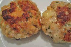 Mit Semmelwürfel, Käse und Zwiebel werden die Kaspressknödel im heißen fett ausgebacken. Für das Rezept kann jeder beliebe Käse genommen werden.