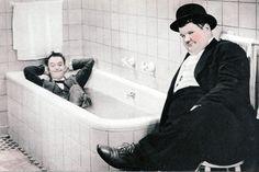 Stanlio e Ollio in vasca da bagno