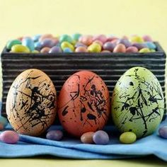 http://www.bhg.com/holidays/easter/eggs/quick-and-easy-easter-egg-decorations/#page=2