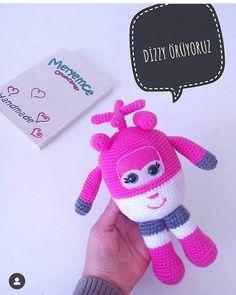 """Emine'nin Amigurumi Atölyesi on Instagram: """"Tarif için teşekkürler @meryemce_oyuncaklar 🙏🏻😊💕 . . Evett işte #harikakanatlar dan #dizzy tarifini hazırlamış bulunmaktayım 😍 . İnşallah…"""" Toy House, Amigurumi Toys, Gumball, Crochet Toys, Tweety, Origami, Free Pattern, Dinosaur Stuffed Animal, Dolls"""
