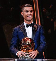 Cristiano Ronaldo has now been nominated for the Ballon d'Or for 16 consecutive years. It's a RECORD. Ronaldo Shirt, Messi Vs Ronaldo, Ronaldo Jersey, Ronaldo Football, Ronaldo Juventus, Lionel Messi, Football Soccer, Cristiano Ronaldo Haircut, Cristiano Ronaldo Style