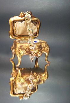 vintage calla lily jewelry box... I want it!!