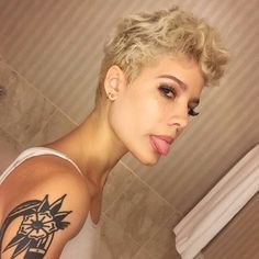 Image about blonde in halsey ? by kaiya ? on We Heart It : halsey, blonde, and tattoo image Halsey Short Hair, My Hairstyle, Makeup Designs, Makeup Ideas, Pixie Hairstyles, Pixie Haircut, Hair Inspo, Pretty People, Hair Goals