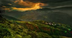 https://flic.kr/p/pMG5Wi | Sunrise Dongchuan-Kunming-Cina | Sunrise Dongchuan-Kunming-Cina 3-10-2014 07:23:20 Union 2 shots with Photomerge  Cambo WD + Phase One P40+ Lens Schneider APO-Digitar 35mm f/3.5 XL Exposition 6,0 sec; ISO 50 Filter : Lee ND Pro 09 Post production: Capture One 8 Pro