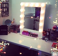 Makeup mirror with light bulbs this is exactly what I want in my room!