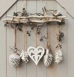 DIY – cottage seasonal decor – beautiful shabby chic Christmas decoration made with branches, pine cones and other natural materials – Love this idea! DIY – cottage seasonal decor – beautiful shabby chic Christmas decoration made w… Shabby Chic Christmas Decorations, Valentine Decorations, Rustic Christmas, Christmas Crafts, Cottage Christmas, Autumn Crafts, Modern Christmas, Nature Crafts, Scandinavian Christmas