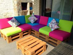 New Pallet Patio Furniture Cushions Outdoor Sofa Ideas Sectional Patio Furniture, Pallet Patio Furniture, Pallet Couch, Diy Garden Furniture, Furniture Ideas, Sofa Ideas, Sectional Sofa, Furniture Making, Milk Crate Furniture