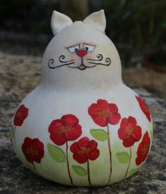 Cabaça e arte: I think I saw a pussy cat. Decorative Gourds, Hand Painted Gourds, Cat Crafts, Diy And Crafts, Arts And Crafts, Cold Porcelain Ornaments, Halloween Gourds, Gourds Birdhouse, Paper Mache Crafts