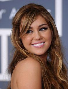 Miley Cyrus at the Grammys. She looks young, fresh, and beautiful here.