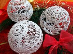 värld av hantverk Magda och Marty Christmas Globes, Quilted Christmas Ornaments, Crochet Christmas Trees, Unique Christmas Trees, Crochet Ornaments, Christmas Crafts For Gifts, Holiday Crochet, Crochet Snowflakes, Christmas Deco