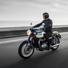 The new Triumph for India 😃 Repost from - Bonneville offers thrilling performance from a high-torque Bonneville engine, delivering greater torque and better fuel economy. Triumph 900, Triumph Cafe Racer, Cafe Racers, Motorcycle News, Scrambler Motorcycle, British Motorcycles, Triumph Motorcycles, Triumph Bonneville T100, Cafe Racer Style