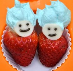 Cute Snack Ideas to Celebrate Dr. - Happy Home Fairy - Dr Seuss party - Oh my gosh! Covers the healthy snack with a fun twist! Bonus, strawberries are cheap right now! Cute Snacks, Cute Food, Snacks Ideas, Party Snacks, Lunch Ideas, Food Ideas, Kid Snacks, Dr Seuss Week, Dr Suess