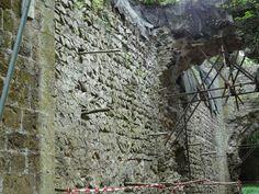 Mur sud de la tour et le porche en appareil en arête-de-poisson. Chateau Ganne believed to be the original seat of the medieval Pomeroy family. Family History, Medieval, Tours, The Originals, Mid Century, Middle Ages