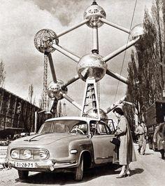 Brussels World Fair 1958 expo vintage architecture pavillion expomilano Vintage Photographs, Vintage Photos, Vintage Stuff, Welcome To The Future, Brussels Belgium, Googie, World's Fair, Retro Futurism, Modernism